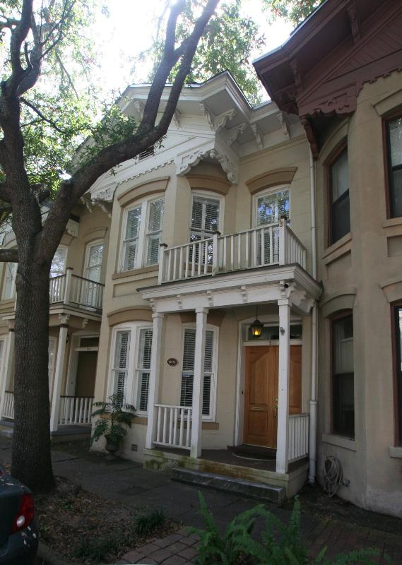 Historic 1895 townhome overlooking Chatham Square - Chatham Square 1895 Town Home - Savannah - rentals