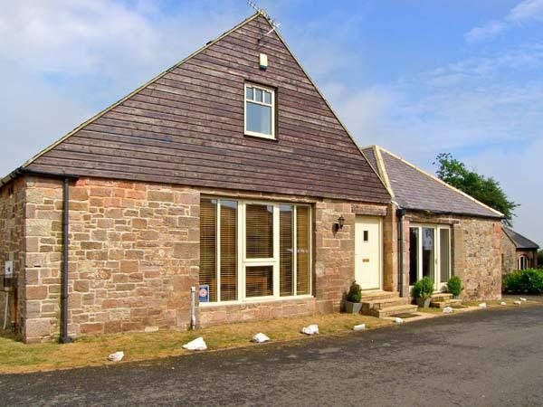 BROADWOOD HOUSE, barn conversion, dog-friendly, external games room, garden, in Beadnell, Ref 25353 - Image 1 - Beadnell - rentals