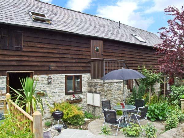 GROOM COTTAGE, character barn conversion in country courtyard setting, en-suite, patio, shared grounds, Bucknell Ref 27590 - Image 1 - Bucknell - rentals