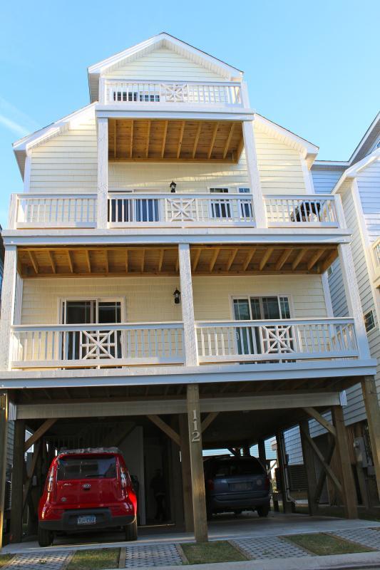 4 beds/3.5 baths, SLEEPS up to 12. 112 Coastal Cay - Image 1 - Surf City - rentals