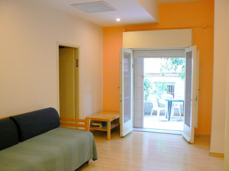living room - Quiet Rehavia 2 bdr. apartment (2) - Jerusalem - rentals