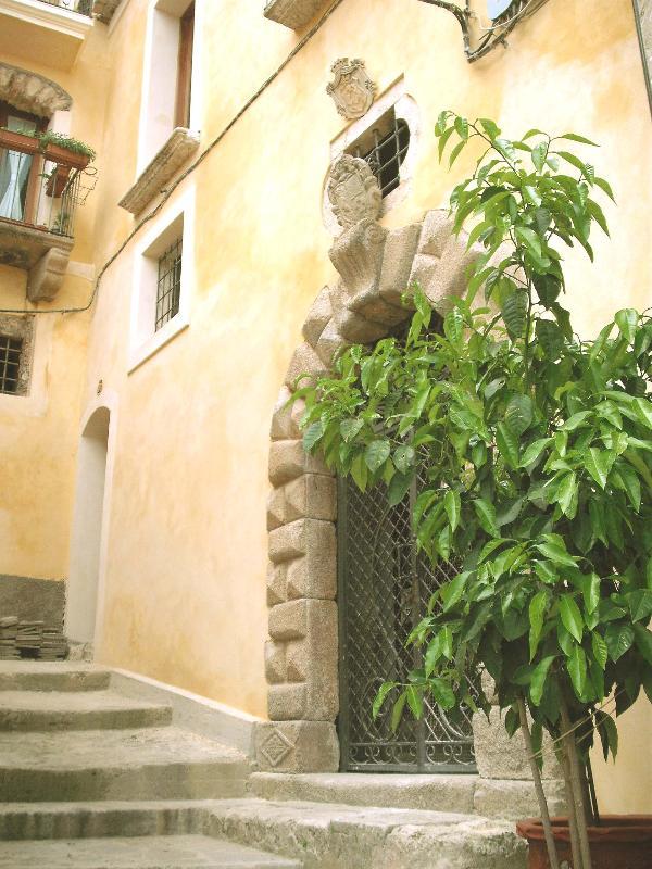 Portale di ingresso al Palazzo - Palazzo Lupis, B&B - Grotteria, Calabria, Italia - Grotteria - rentals