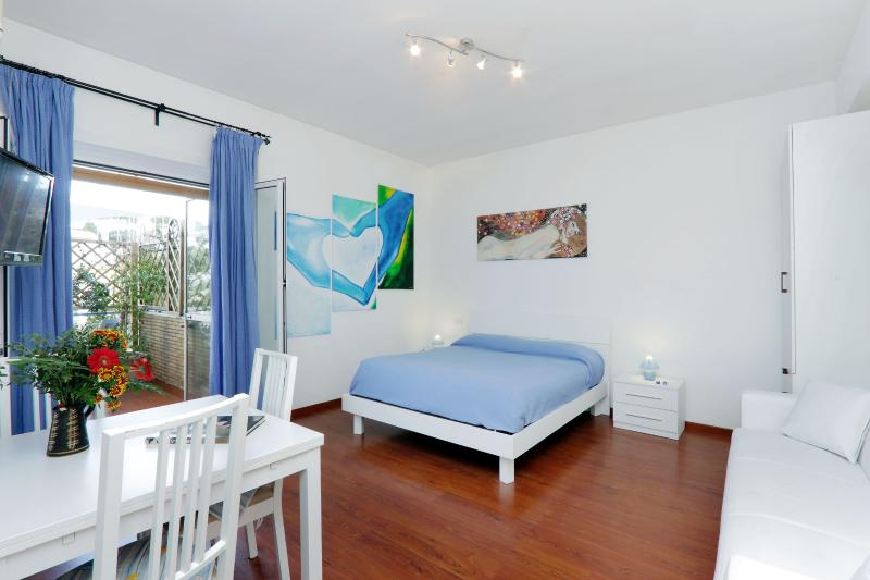 General view - St. Peter's Studio Blue - Charming and bright apartment in Rome's San Pietro - Rome - rentals