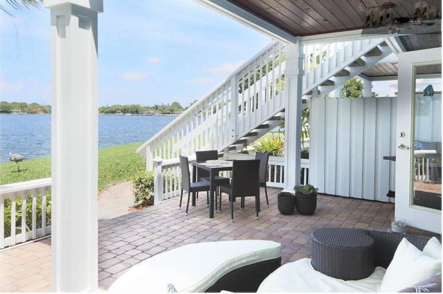 Fabulous outdoor entertaining are: dining set for 4 and outdoor bed/lounge - Just steps from the water with stunning sunset views - Saint Petersburg - rentals