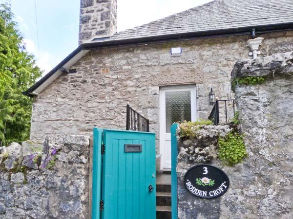 3 BODDENCROFT, welcoming cottage with lovely views, close amenities, Grange-over-Sands Ref. 22983 - Image 1 - Cumbria - rentals