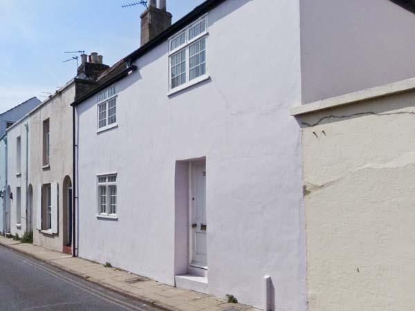 SEASHELL COTTAGE, fisherman's cottage, woodburner, sea views, 30 yards from the beach, in Deal, Ref 25119 - Image 1 - Deal - rentals