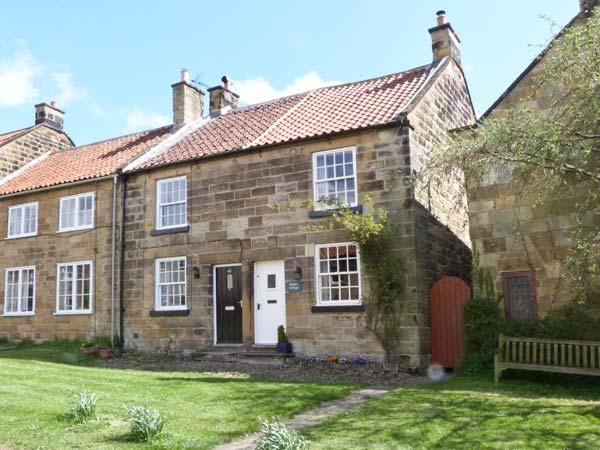 PEELERS COTTAGE, pet-friendly, romantic cottage, character, woodburner, close good pubs and walks, in Osmotherley, Ref 25233 - Image 1 - Osmotherley - rentals