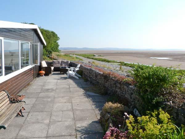 DRIFTWOOD COTTAGE, beach-style cottage, all ground floor, parking, patio area, in Bardsea, Ref 26010 - Image 1 - Bardsea - rentals