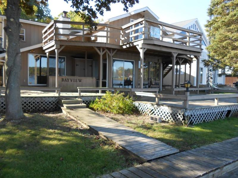 Room 5 $100 First Night $50 each Additional Night W/ Dock for your boat - Chippewa Lake Apartment W/ Dock for your boat. #5 - Chippewa Lake - rentals