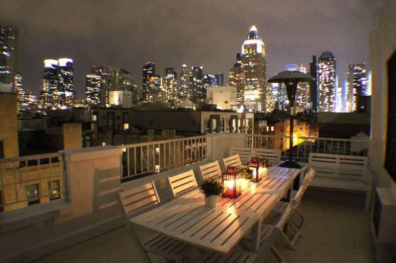 Season Outdoor Space - New York Skyline of Time Square - Cozy Times Square Skyline - New York City - rentals