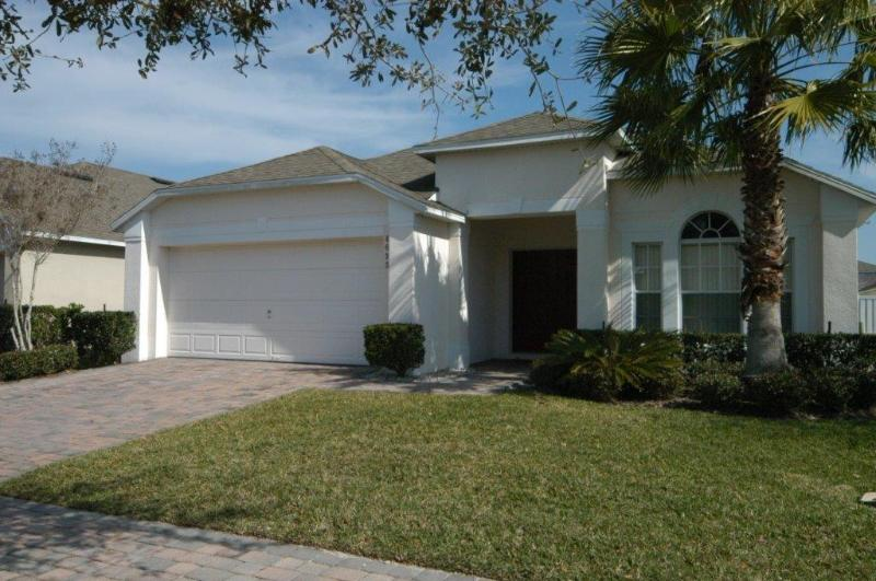 Front View - 4BD/3BA,RENOVATED,EXECUTIVE VILLA WITH SPA,MUST SEE,10 MIN FROM DISNEY - Kissimmee - rentals