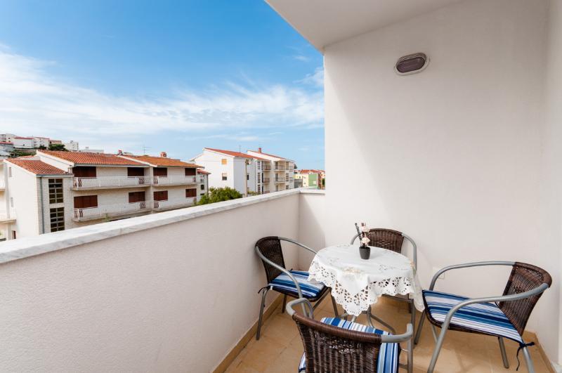 Apartment Pave - 40211-A1 - Image 1 - Podstrana - rentals