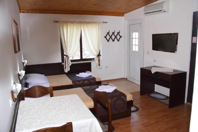 Apartments Branislav - 70402-A1 - Image 1 - Pula - rentals