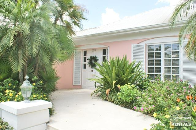 Stately Naples charm, only steps to 5th Ave and the beach! - Image 1 - Naples - rentals