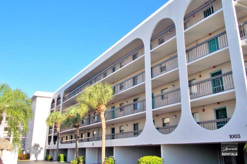 Big wide open water views from screened lanai! - Image 1 - Marco Island - rentals