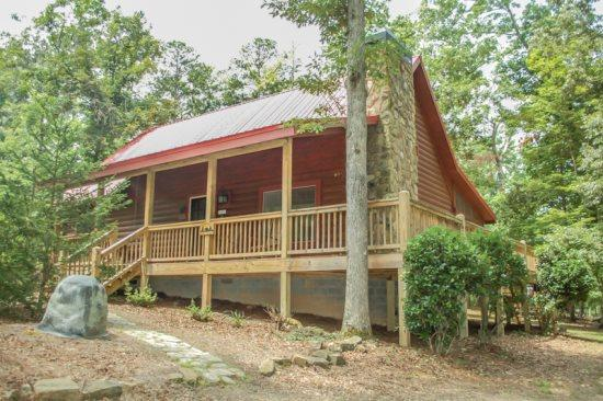 RUSTIC RETREAT- 2 BEDROOM/2 BATHROOM,SLEEPS 6,SATELLITE TV,WIFI,GAS GRILL,HOT TUB, SMALL DOGS ALLOWED,PUBLIC ACCESS TO LAKE BLUE RIDGE,ONLY $125/NIGHT! - Image 1 - Blue Ridge - rentals