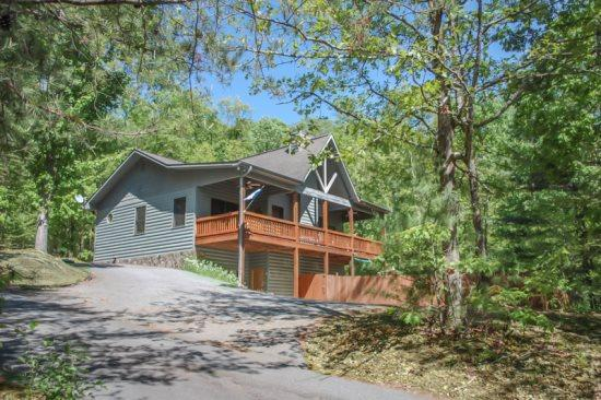 MY BLUE HEAVEN- 3BR/3BA- CABIN SLEEPS 6, GAS LOG FIREPLACE, WIFI, SATELLITE TV, POOL TABLE, CARD TABLE, GAS GRILL, HOT TUB, PET FRIENDLY, PAVED ACCESS, MOTORCYCLE FRIENDLY! $135/NIGHT - Image 1 - Blue Ridge - rentals