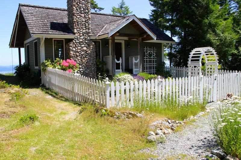 A Fairy Tale Cottage Overlooking the Sea - Image 1 - Salt Spring Island - rentals
