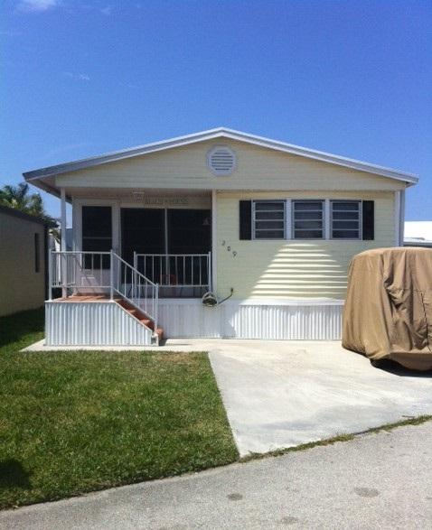 Outside - Nettles Island, FL #209,  2 bed 1 bath - Jensen Beach - rentals