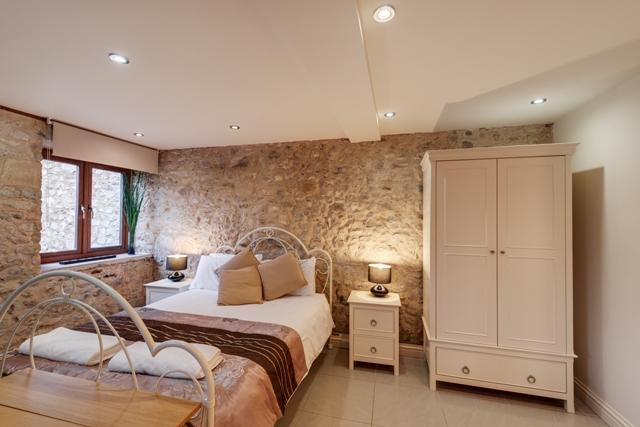Bedroom area - The Tack room, stone barn conversion for couples - Kilmington - rentals