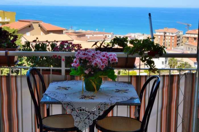 Balcony with beautiful sea view - Roomantic & comfy  studio with balcony & seaview - Cefalu - rentals