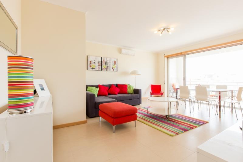 426728 - Air Conditioned Modern apartment, Satelite TV with Pool - Sleeps 7 - Sao Martinho do Porto - Image 1 - Sao Martinho do Porto - rentals