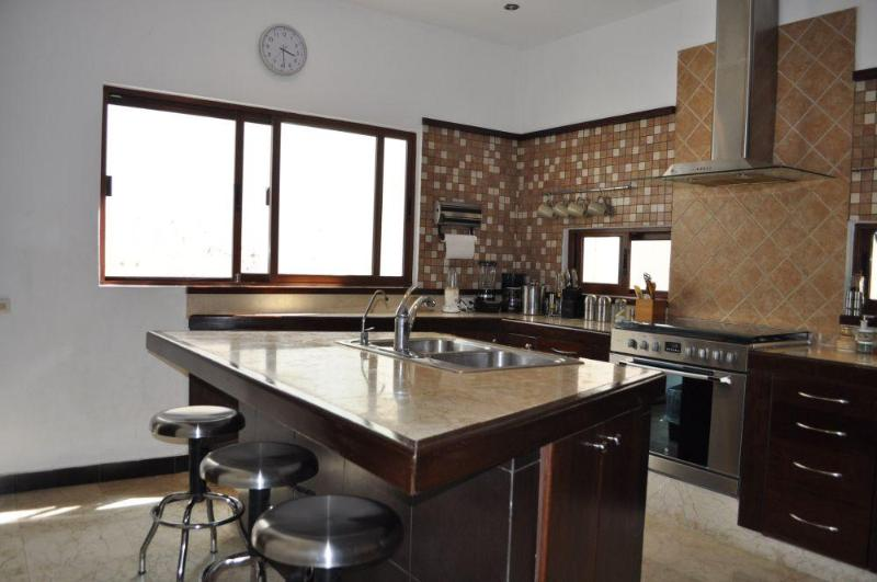 Fully equipped kitchen with island - Beautiful 3bdr house, Centre, 2,5 blocks fr beach - Playa del Carmen - rentals