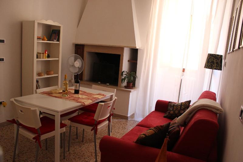 The sofa and the fireplace - Spello Medioeval House Close Pintoricchio Frescos2 - Spello - rentals