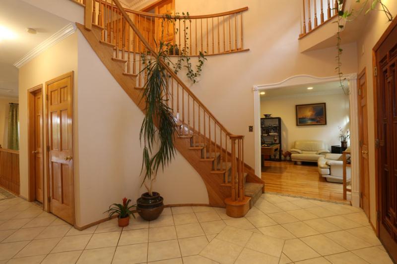 Hallway - BEAUTIFUL 4BR/4BA HOUSE, New York, Staten Island. - Staten Island - rentals