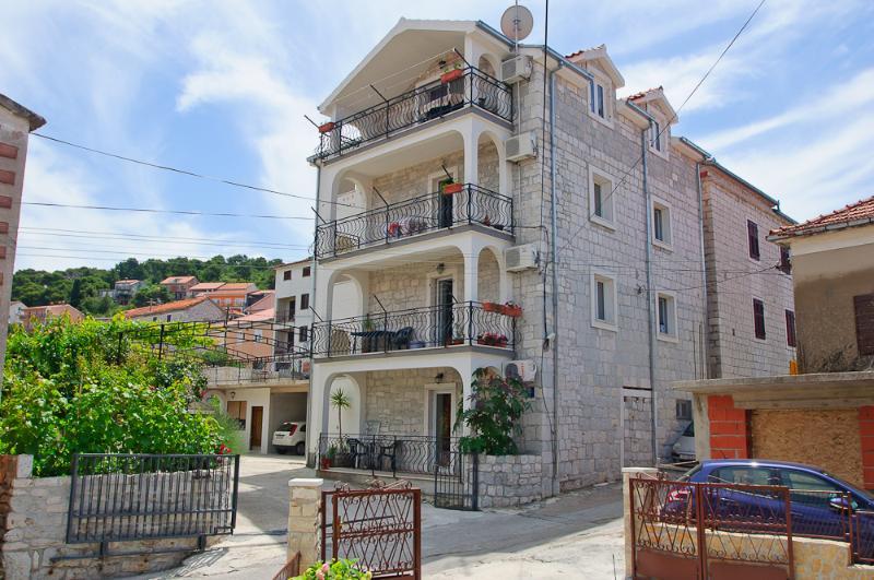Apartman for 2-4 people - Image 1 - Trogir - rentals