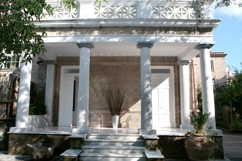 building entrance - Casa Alberto , lovely apartment in Sorrento center - Sorrento - rentals