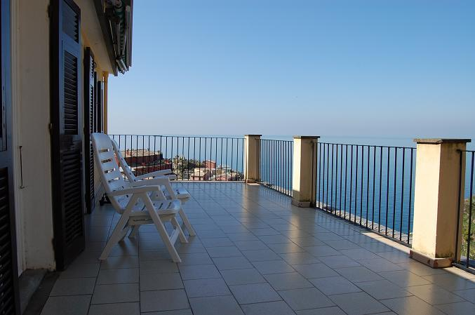 """panoramic view from the large terrace - """"LA TERRAZZA"""", astonishing terrace in a detached house with splendid view and silent private garden - Manarola - rentals"""