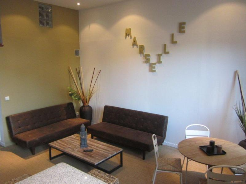 Le salon - Great 2 Bedroom Vacation Rental in Marseille Old P - Marseille - rentals