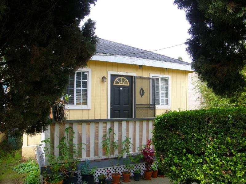 Cozy Downtown Cottage, Walk 2 Everywhere - Image 1 - Santa Barbara - rentals