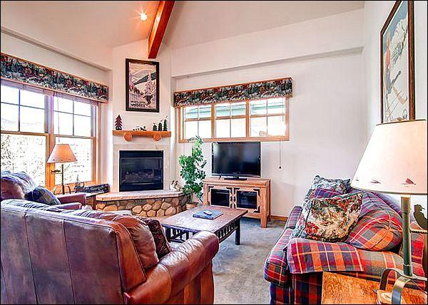 Spacious Living Room Features a Large Flat Screen TV and Gas Fireplace - Beautiful Views of the Ten Mile Range - Stylish Mountain Charm (13394) - Breckenridge - rentals