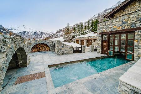 Incomparable Domaine Toit du Monde, ski in/out, with heated pool and fireplaces - Image 1 - Val-d'Isère - rentals