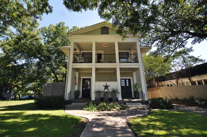 Wonderful Completely Renovated Historic Home with Multiple Outdoor Spaces - Downtown/Bishop Arts District-Walkable Neighborhod - Dallas - rentals