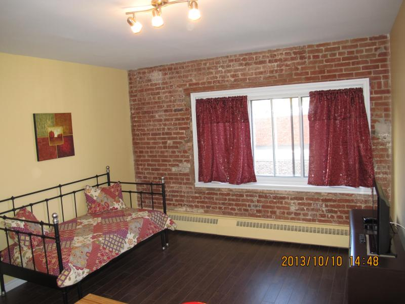 Restored brick wall gives this apartment ambiance. - SOSHE 402 - Trendy studio - MUHC Glen Campus - Montreal - rentals