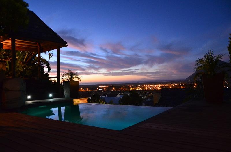 Sunset over the infinity pool - Terrace Suite - Jacuzzi bath and infinity pool. - Cape Town - rentals