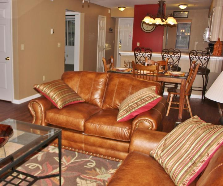 Plenty of seating to have a relaxing vacation! - 2B/2B Branson MO Condo  Golf View  Near Clubhouse - Branson - rentals