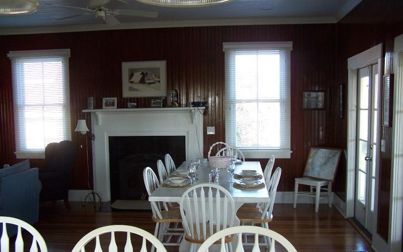 Dining area - seating for 12 - Folly Breeze Vacation House on Folly Beach, SC - Folly Beach - rentals