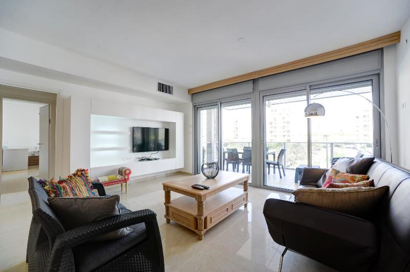 New Luxury 4 Rooms Close to the Beach - Image 1 - Tel Aviv - rentals