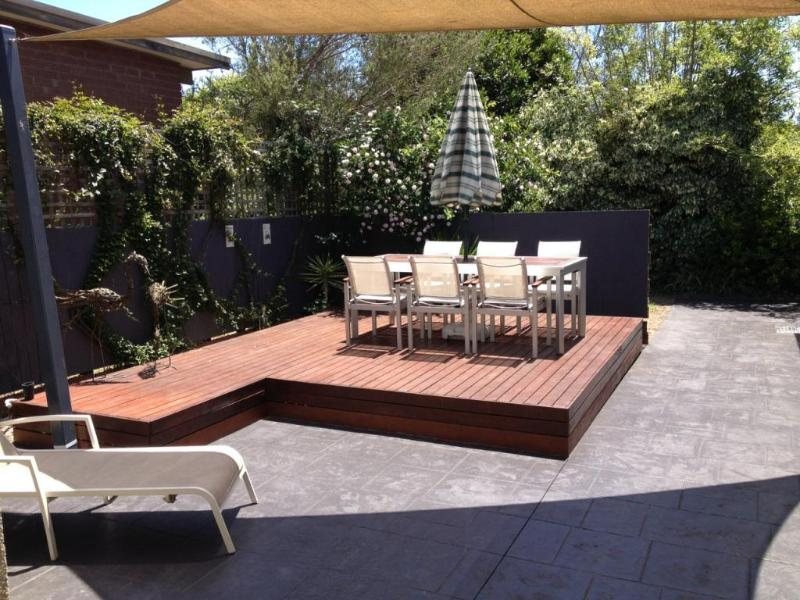 Alfresco dining decking - Amaroo in Rye - Stones throw from the Hot Springs - Rye - rentals