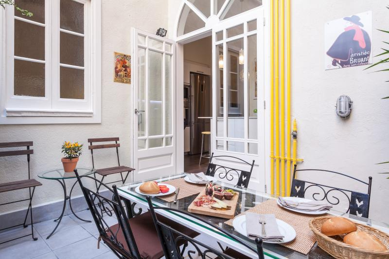 Tranquil patio - Luxury holiday apartment Bougainvillea - Barcelona - Barcelona - rentals