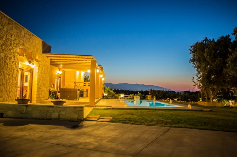 ATMOSPFERIC NIGHTS AT VILLA LUCIA - Luxury Villa Lucia Walking Distance To Sundy Beach - Rethymnon - rentals