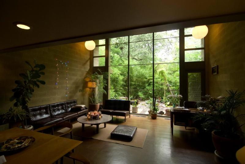 Facing east from the entry way - Restored mid-century apt, 25m walk to downtown. - Austin - rentals