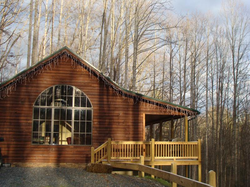 Welcome to Banjo Ridge cabin, very private & secluded. - Hotub, firepit, pooltable, lake/boat rentals, pet - Butler - rentals