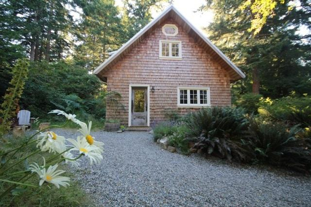 The cottage awaits - Perrywinkle Cottage - Bliss on Quadra Island! - Quadra Island - rentals