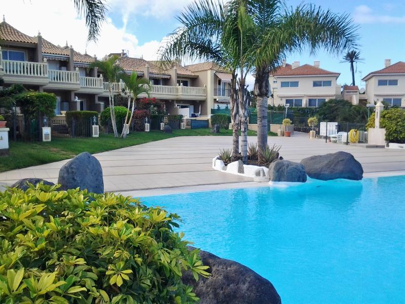 Piscina y solarium - Holiday Apartment with lovely sea views. - Puerto de la Cruz - rentals