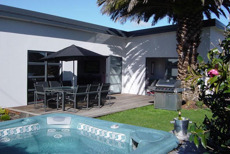 14 Cologne St - Luxury Holiday Home Accommodation - Image 1 - Martinborough - rentals